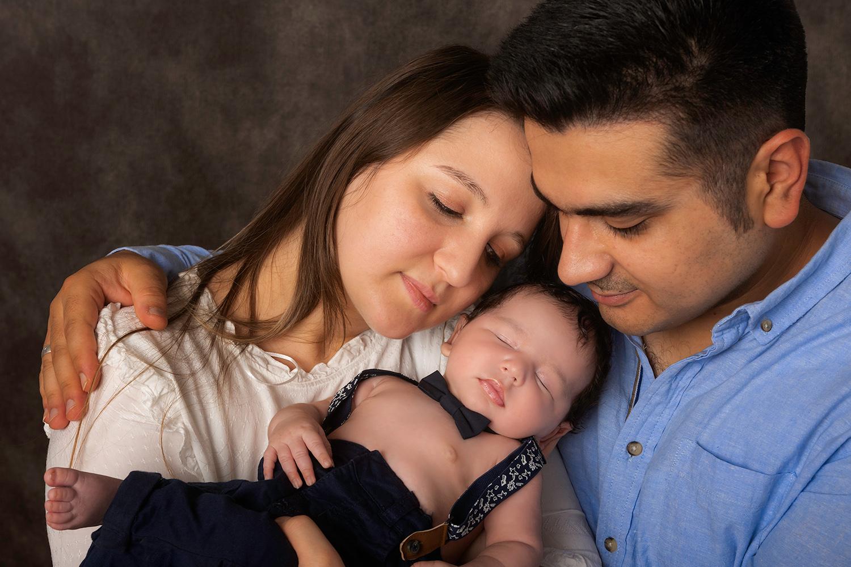 une tres belle famille blottit les uns contre les autres