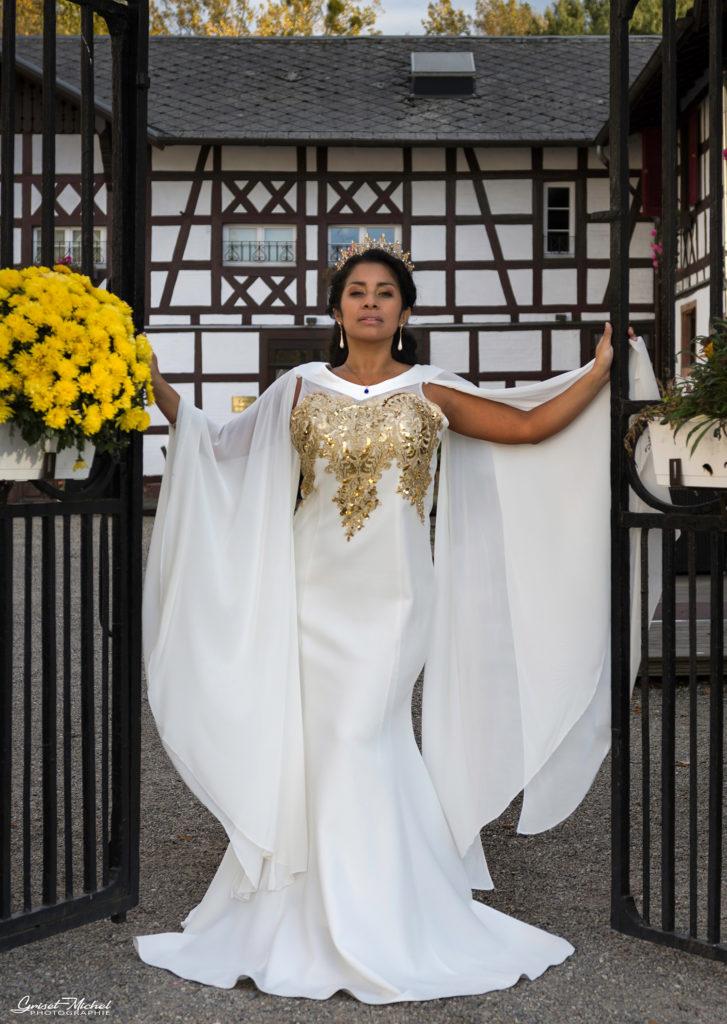 une belle robe blanche de haute couture