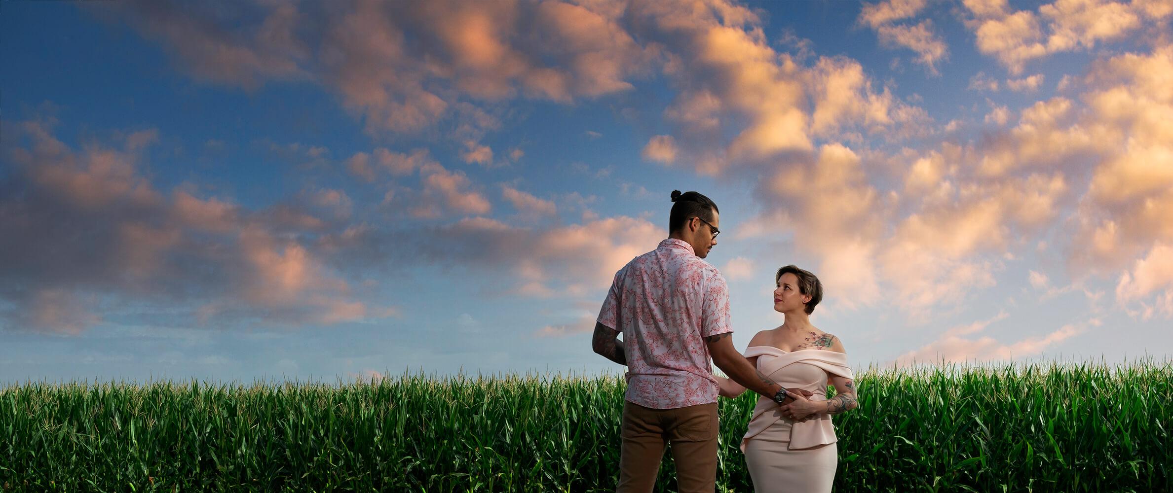 des maries dans un champs avec un grand ciel bleu diboldsheim