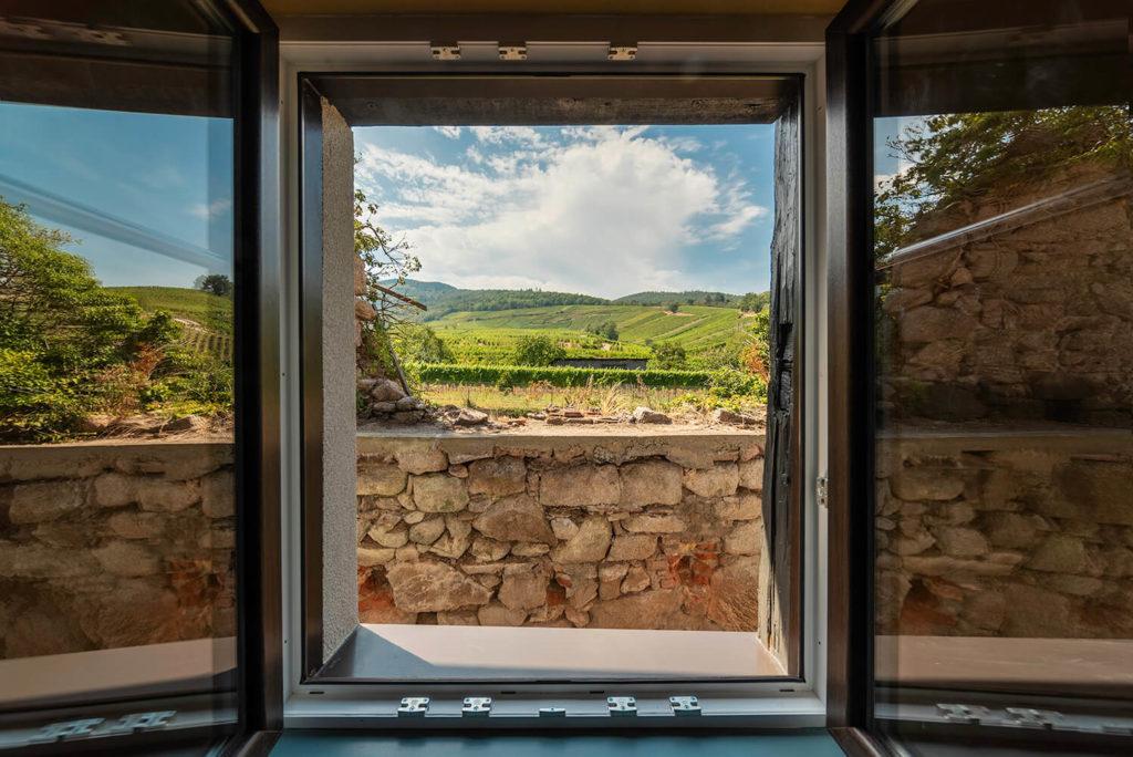 vu panoramique de la cuisine dun gite dans le bas rhin photo immobiliere